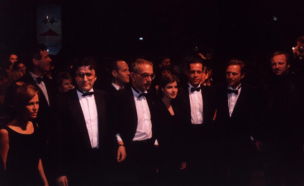 Left to right: Lorraine Evanoff, Leonardo de la Fuente, Krzysztof Kieslowski, Irene Jacob, Philippe Volter, Slowomir Idziak, Zbigniew Preisner